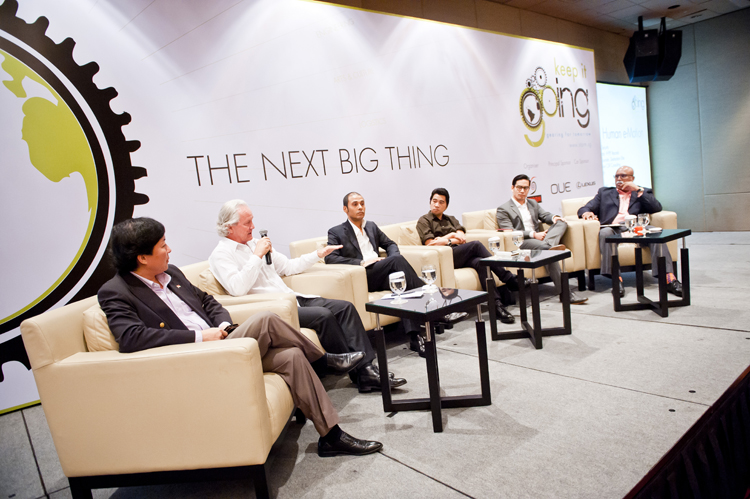 Panel Discussion Human e-Motion: Rick Koh, CEO of Integrative CSR; Mark Greedy, CEO Destination Elite; Aldo Lipari, luxury goods chief executive; Ken Lim, Executive Director HYPE Records; Ruici Tio, Director, Kroll Security; Kannan Chandran, Publisher, STORM magazine.
