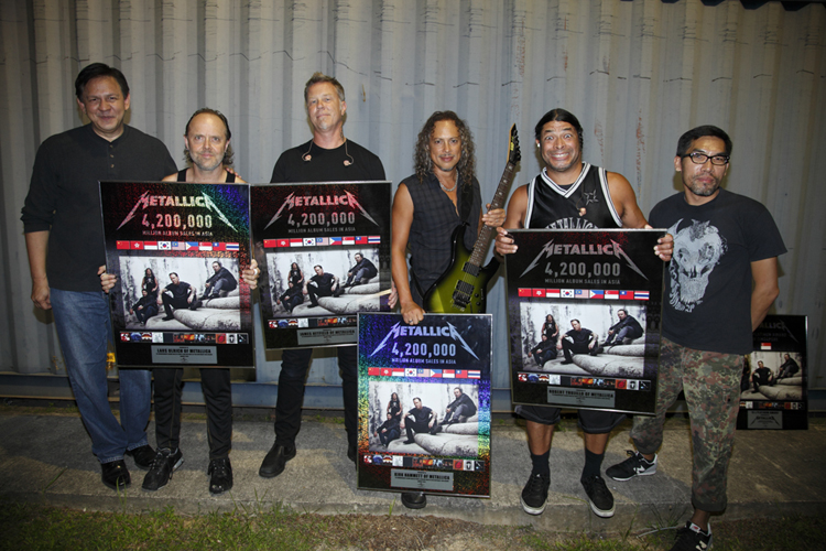 Sandy Monteiro (extreme left) presenting members of Metallica with the metal proving their marketing mettle.